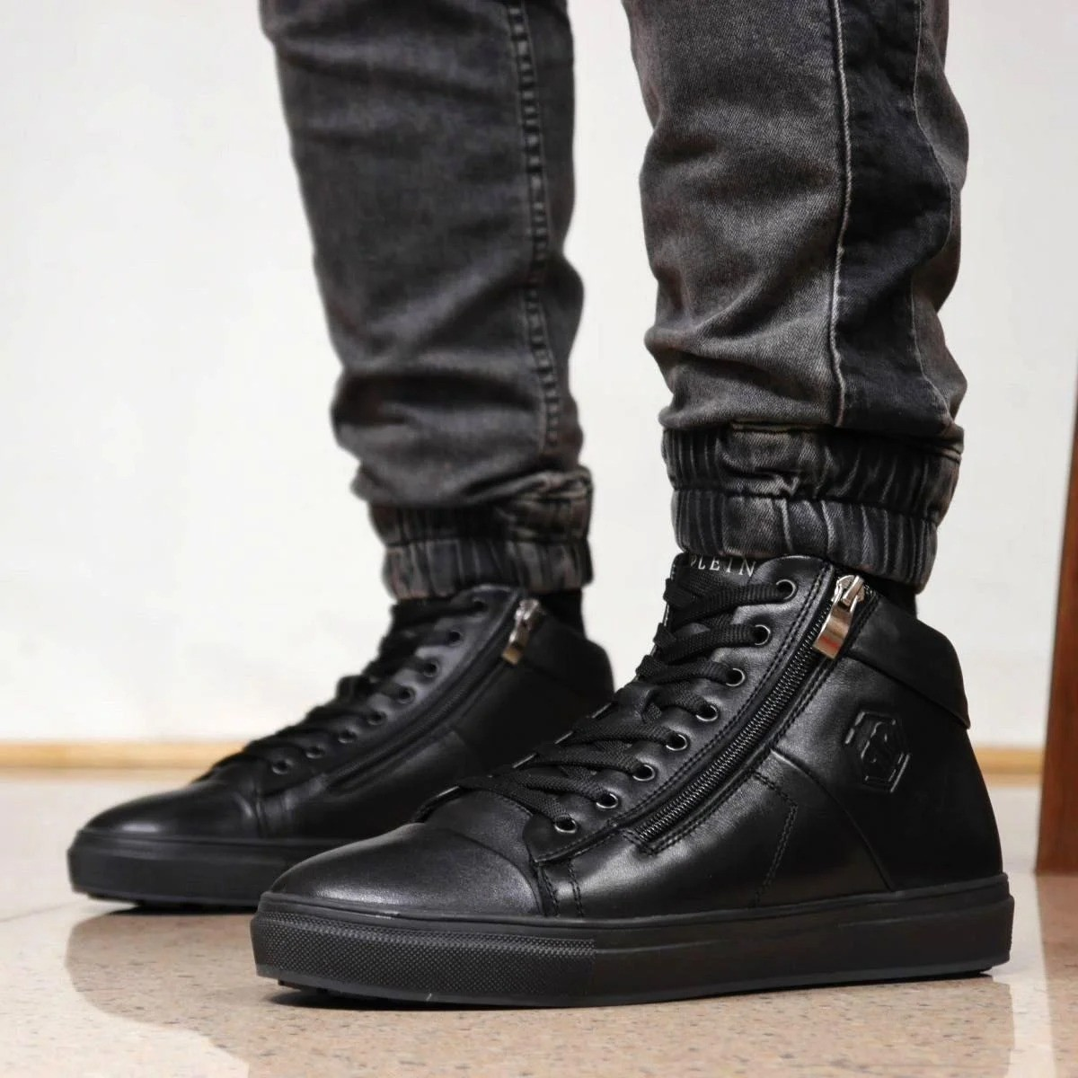 Зимние кожаные ботинки кроссовки на меху Philipp Plein Zipper Leather
